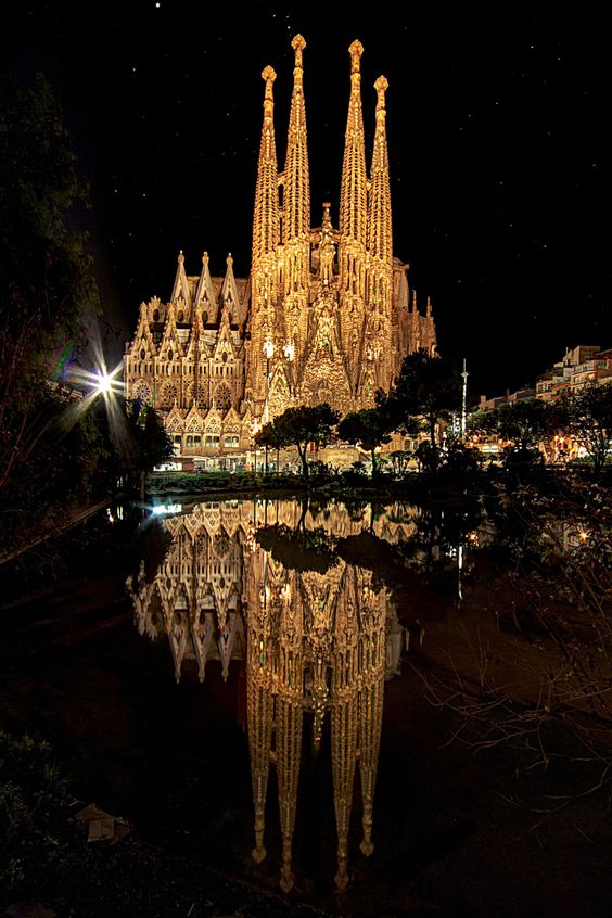 sagrada_familia_barcelona_nocturna_1